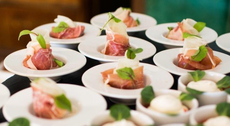 Sådan vælger man et cateringfirma til et event