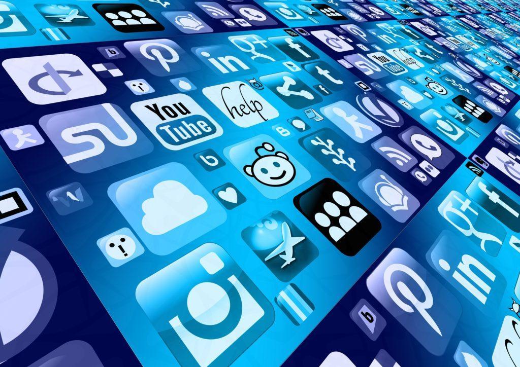 Bloggerevents: Forbind med bloggere på sociale medier.