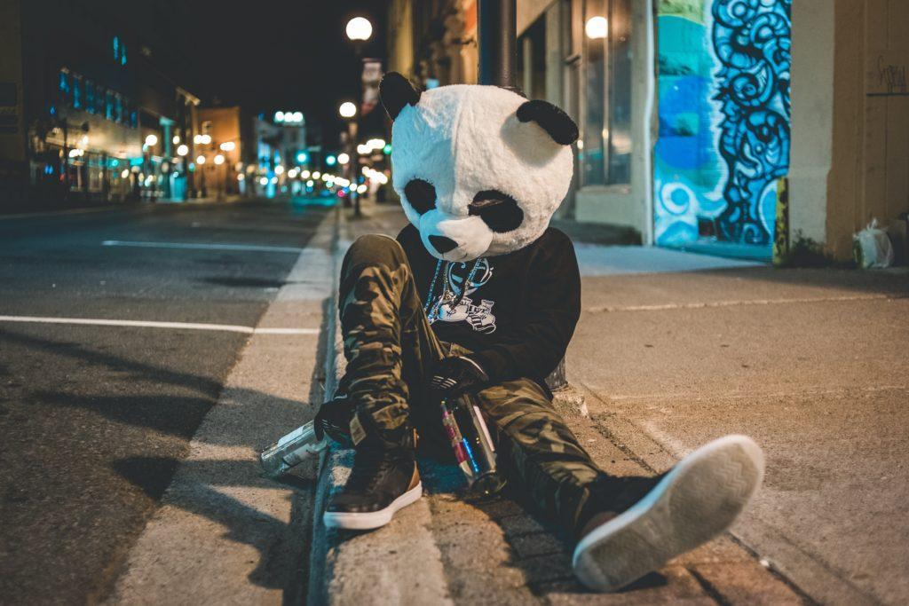 Sådan laver du en pubcrawl: Red din gruppe fra at gå den samme skæbne i møde som denne panda.