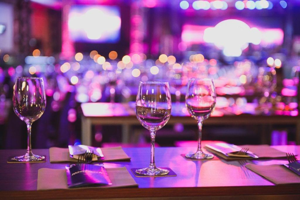 Bal og gallafester er populære temaer, når det kommer til fundraisers.